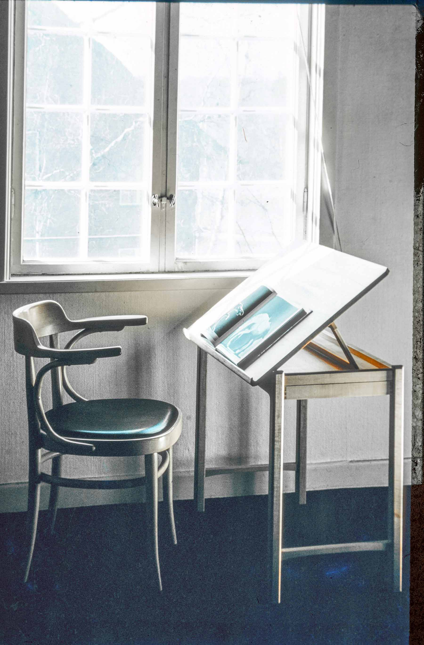 Reading-writing Table